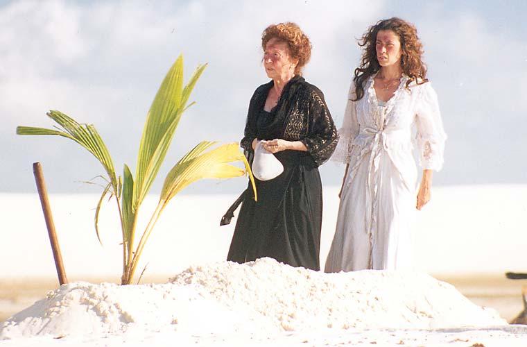 Fernanda Montenegro e Fernanda Torres no longa de Andrucha Waddington Casa de Areia.