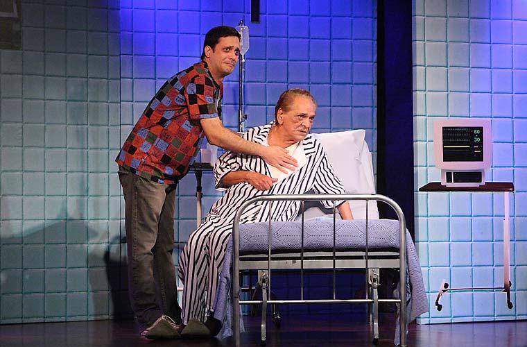 Assim como o pai, Lúcio Mauro Filho também trabalha com comédias. Acima, pai e filho na peça Lúcio 80-30.