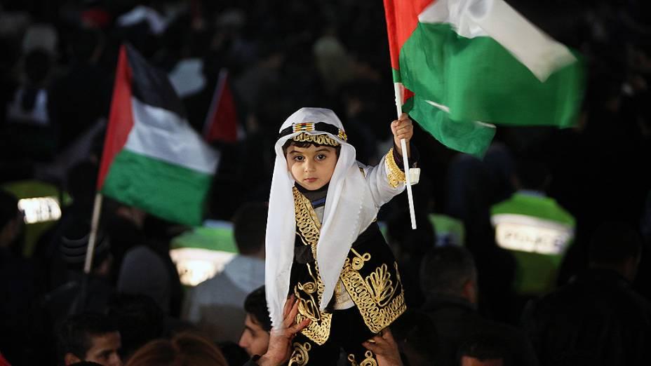 Cidadãos celebram o reconhecimento da Palestina como Estado observador na ONU