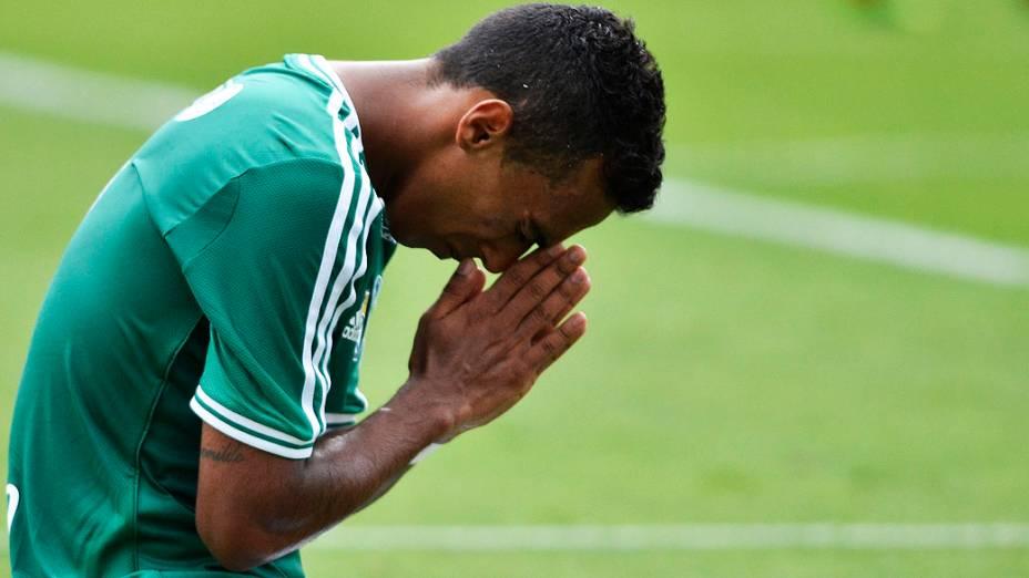 Juninho, lateral-esquerdo do Palmeiras, foi um dos autores dos três gols do clube, neste sábado
