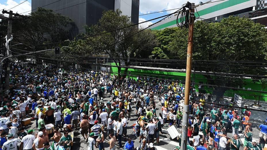 Torcida chega ao Allianz Parque, na zona oeste de São Paulo, neste domingo (07), para a partida entre Palmeiras e Atlético Paranaense, pela última rodada do Campeonato Brasileiro 2014