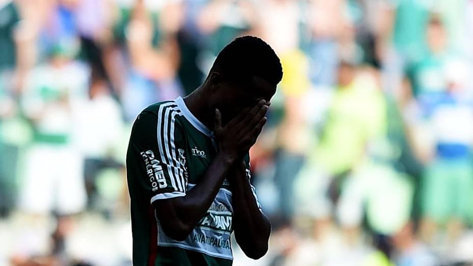 Jogador do Palmeiras durante partida válida pela 38ª rodada do Campeonato Brasileiro 2014