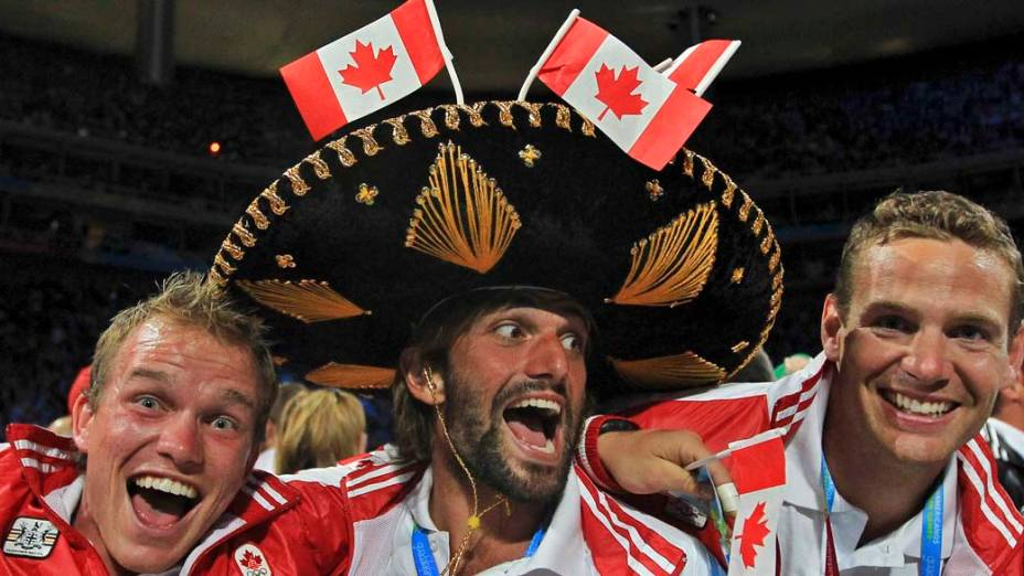 Atletas canadenses durante a cerimônia de encerramento dos Jogos Pan-Americanos em Guadalajara, México, em 30/10/2011