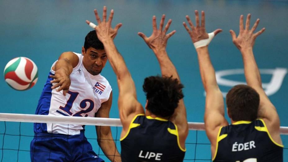 Partida de vôlei entre Porto Rico e Brasil, no décimo primeiro dia dos Jogos Pan-Americanos em Guadalajara, México, em 25/10/2011