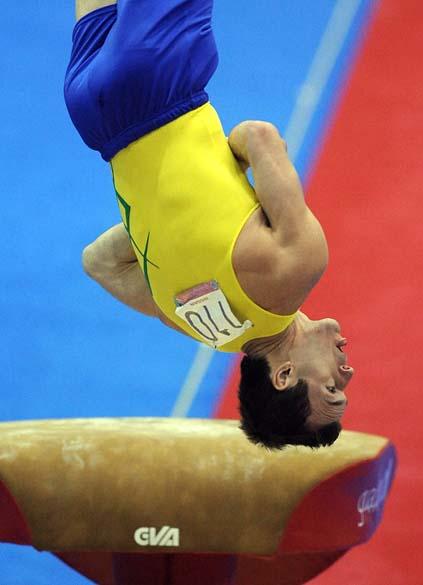 O brasileiro Diego Hypolito medalha de ouro na prova de salto, no décimo quarto dia dos Jogos Pan-Americanos em Guadalajara, México, em 28/10/2011