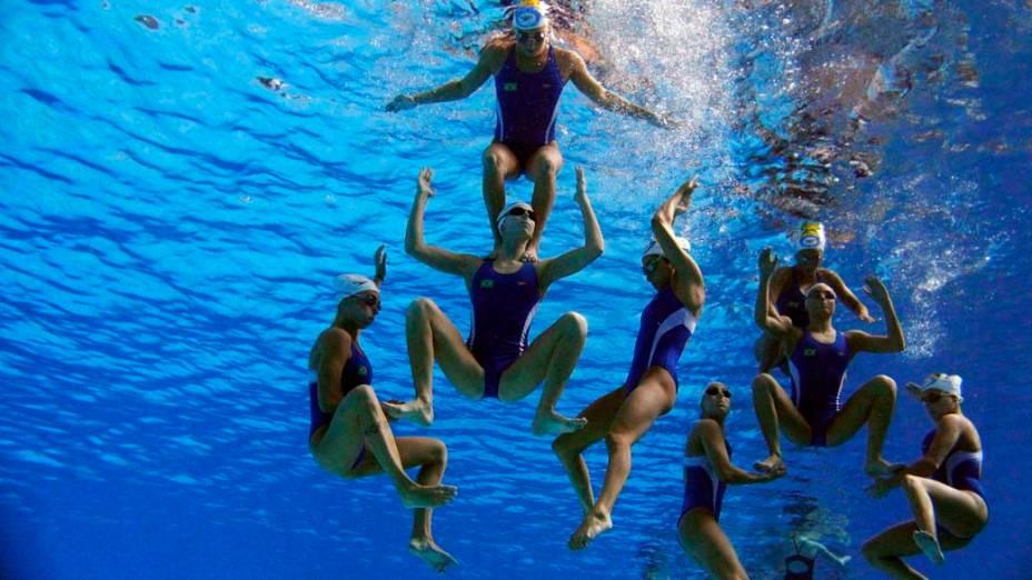 Equipe feminina brasileira de nado sincronizado durante treino, no quinto dia dos Jogos Pan-Americanos em Guadalajara, México, em 19/10/2011