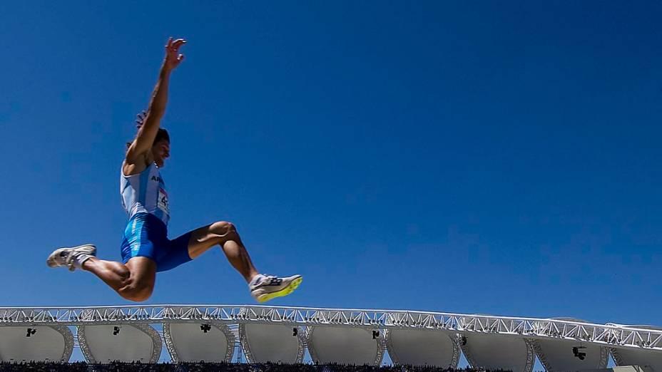 O argentino Roman Gastaldi durante prova de salto em distância, no décimo dia dos Jogos Pan-Americanos em Guadalajara, México, em 24/10/2011