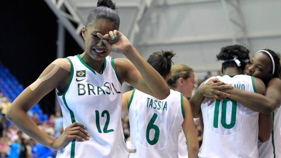 Equipe brasileira de basquete após perder para a equipe de Porto Rico na semifinal, no décimo dia dos Jogos Pan-Americanos em Guadalajara, México, em 24/10/2011