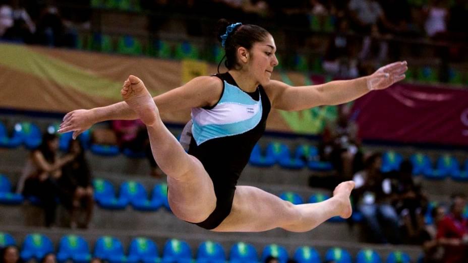 A argentina Lucila Estarli durante solo de ginástica artística, no décimo dia dos Jogos Pan-Americanos em Guadalajara, México, em 24/10/2011