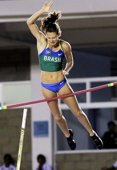 A brasileira Fabiana Murer durante salto em altura, no décimo primeiro dia dos Jogos Pan-Americanos em Guadalajara, México, em 25/10/2011
