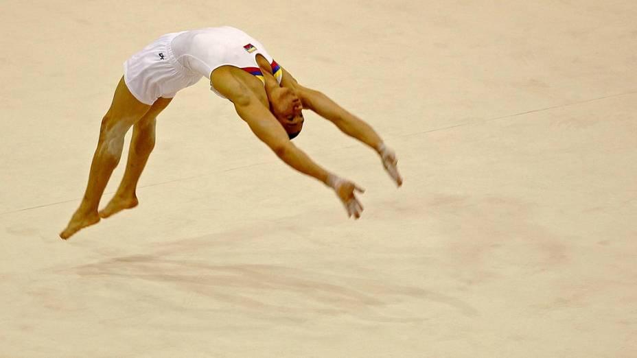 O colombiano Jorge Giraldo durante solo de ginástica, no décimo segundo dia dos Jogos Pan-Americanos em Guadalajara, México, em 26/10/2011