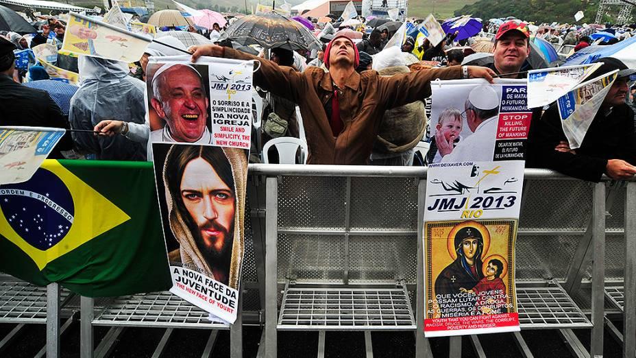 Expectativa pela chegada do papa Francisco em Aparecida. O pontífice permanece no país até o próximo domingo