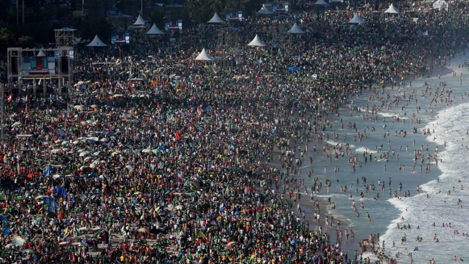Praia de Copacabana lotada durante a Jornada Mundial da Juventude, em 27/07/2013