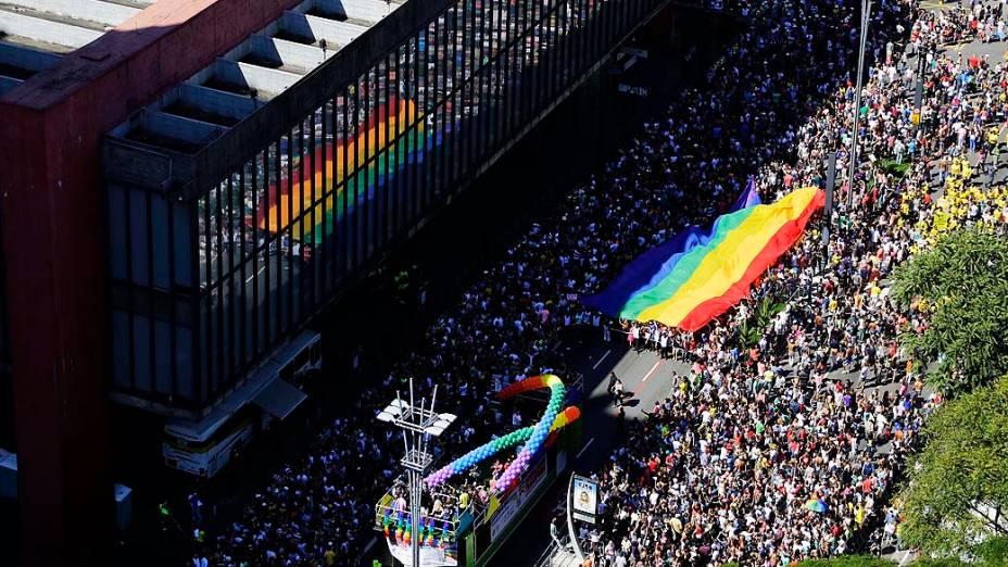 Participantes concentrados para a 18ª Parada do Orgulho de Lésbicas, Gays, Bissexuais, Travestis e Transexuais de São Paulo, que acontece neste domingo (04), na Avenida Paulista, região central da capital paulista. O evento é organizado pela Associação da Parada do Orgulho GLBT de São Paulo (APOGLBT)