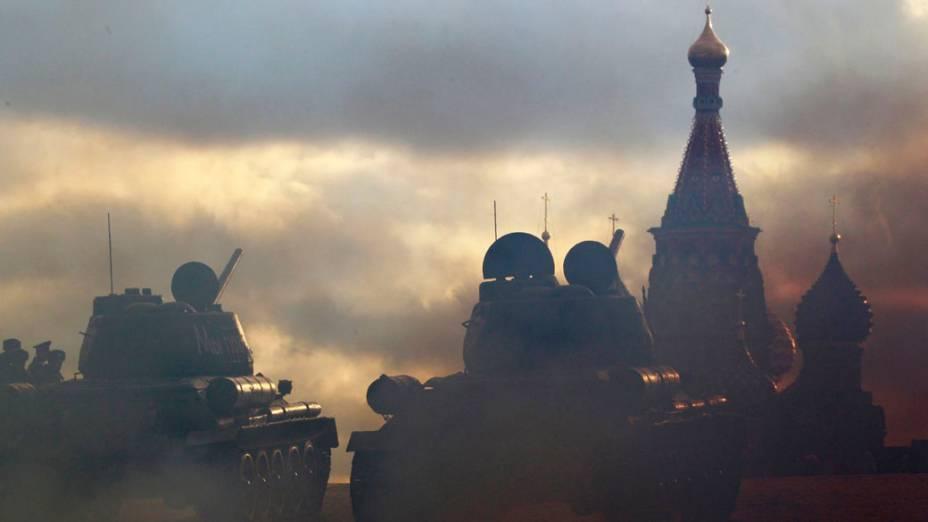 Parada militar em comemoração ao 71º aniversário do desfile de 1941, quando soldados soviéticos marcharam pela Praça Vermelha durante a Segunda Guerra Mundial, na Rússia