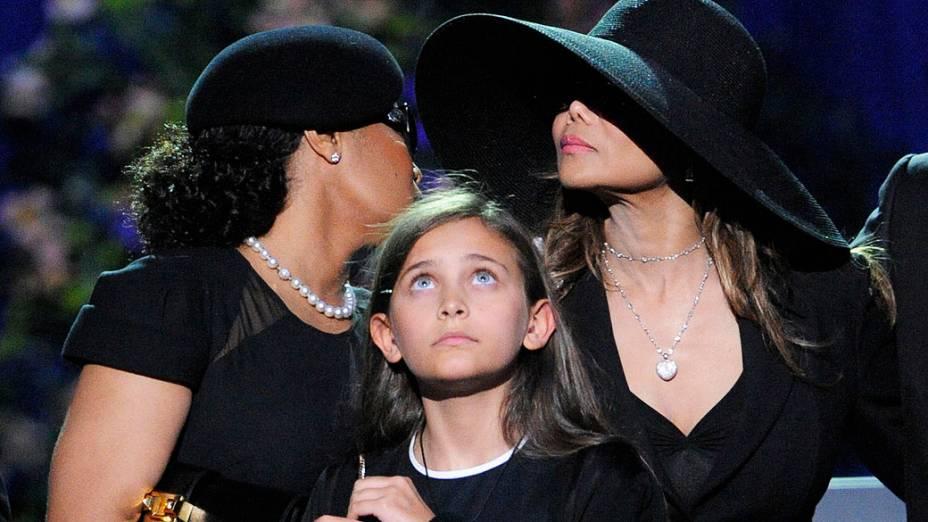 Paris Jackson aparecer no palco do serviço memorial de Michael Jackson realizada no Staples Center em 7 de julho de 2009 em Los Angeles, Califórnia