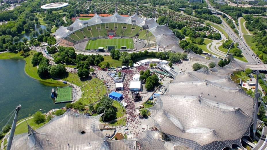 Vista aérea do parque olímpico de Munique; 40 anos depois dos Jogos e do atentado do grupo Setembro Negro, os únicos memoriais aos atletas mortos ficam afastados dos locais de competição