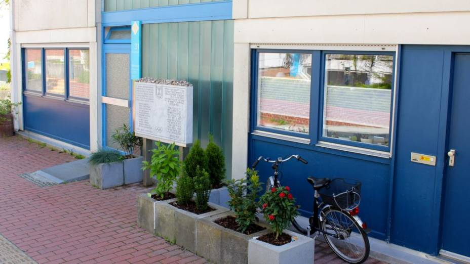 A entrada do apartamento, por onde os terroristas palestinos invadiram os quartos dos israelenses e iniciaram o sequestro; o cerco aos terroristas foi transmitido ao vivo para o mundo inteiro