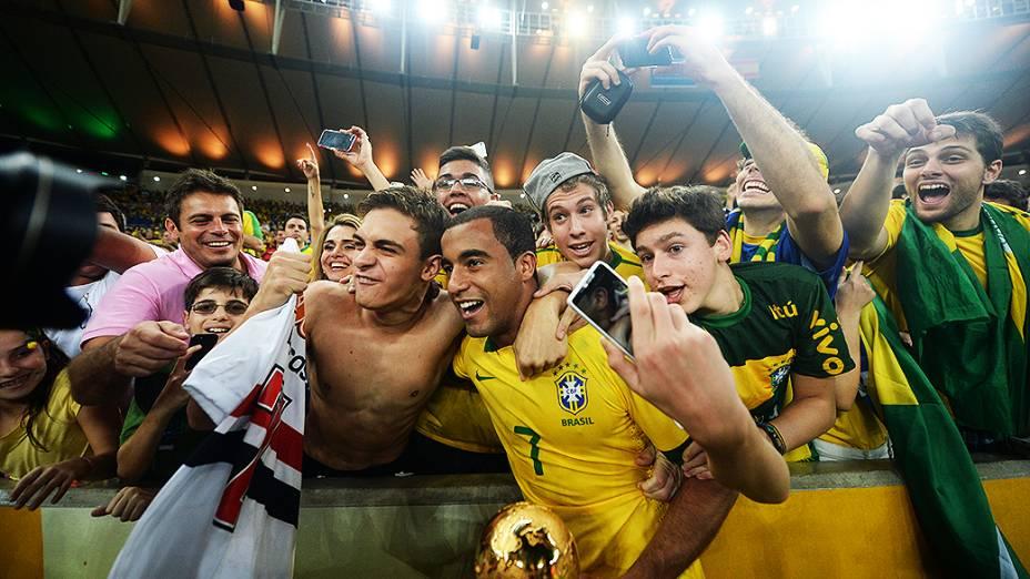 Lucas comemora no estádio Maracanã durante final da Copa das Confederações entre Brasil e Espanha, no Rio de Janeiro