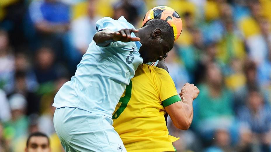 Dividida durante jogo do Brasil contra França na Arena do Grêmio em Porto Alegre