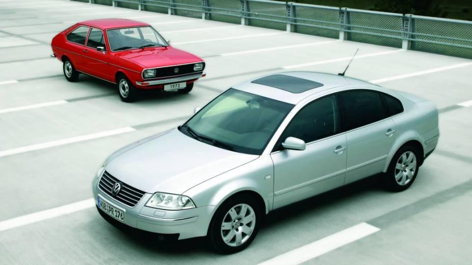Em 2001, o Passat ganhou retorques no visual. Na foto, o Passat 5 divide a cena com o primogênito