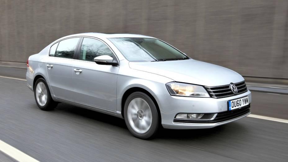 A sétima e atual geração surgiu em 2011, também nas versões sedã e perua, e equipado com um motor 2.0 turbo, com 211 cv