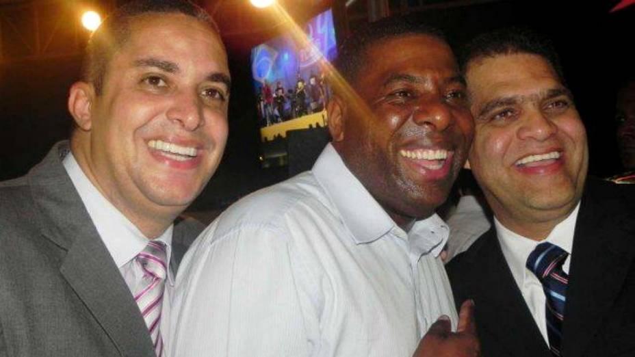 Pastor Marcos Pereira, com o ex-vereador Netinho e o ex-pagodeiro Waguinho