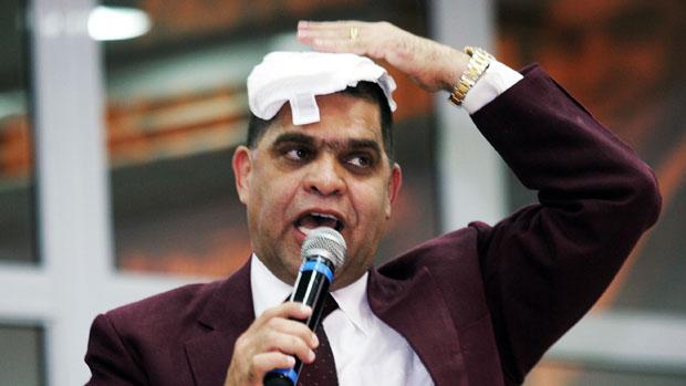 O pastor Marcos Pereira durante culto na Igreja Assembleia de Deus dos Últimos Dias