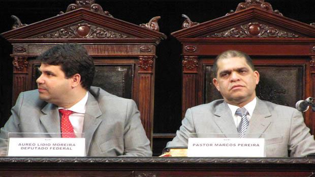 O Deputado Marcus Vinicius realizou sessão solene para entrega da Medalha Tiradentes ao Pastor Marcos Pereira, em 2012