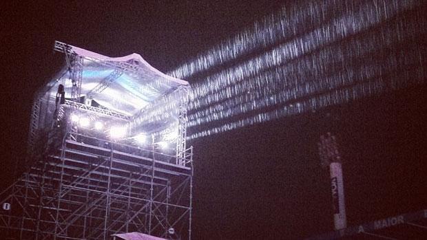 Público enfrenta chuva no show de Paul McCartney em Florianópolis