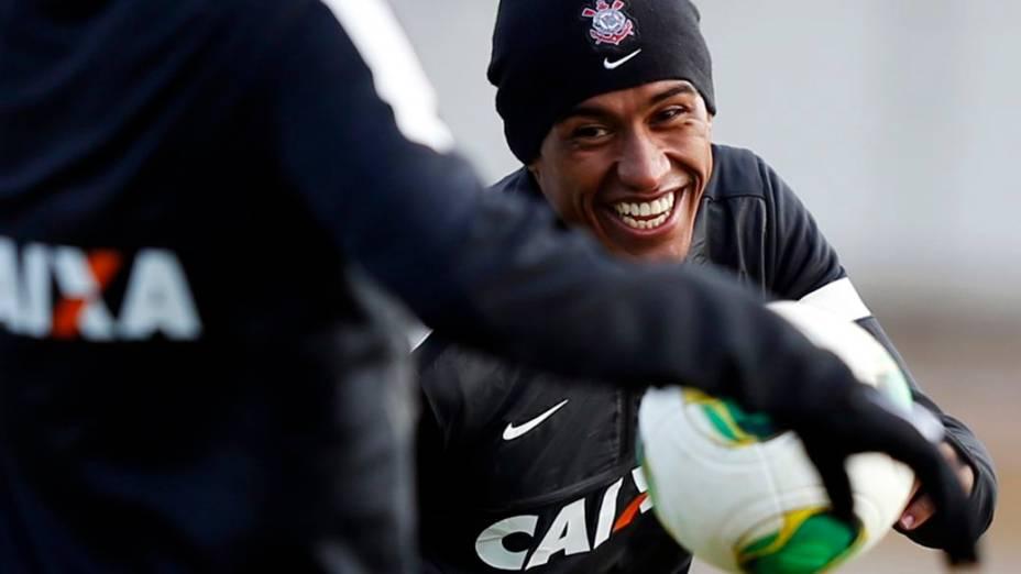 Paulinho, do Corinthians, em treino antes da estreia no Mundial de Clubes
