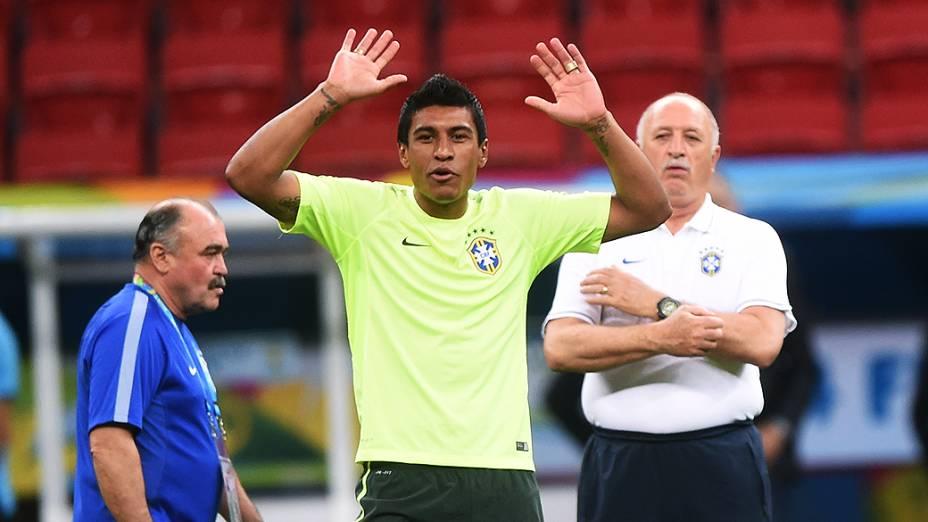 O jogador da Seleção Brasileira, Paulinho, durante o treino deste domingo (22), em Brasília