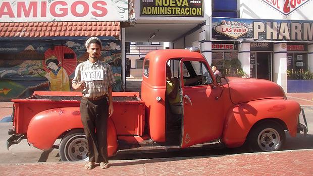 O artista plástico Paulo Nazareth durante viagem do projeto Notícias da América