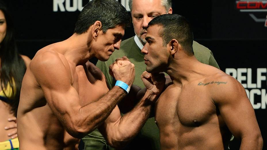 Paulo Thiago e Michel Prazeres durante a pesagem do UFC Jaraguá do Sul em (SC)