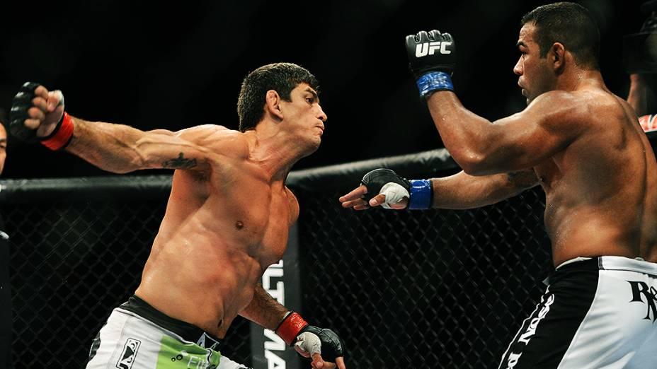 Paulo Thiago vence Michel dos Prazeres no UFC Jaraguá do sul no Norte de Santa Catarina