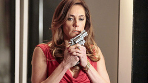 Tereza Cristina (Christiane Torloni) planeja matar René (Dalton Vigh)