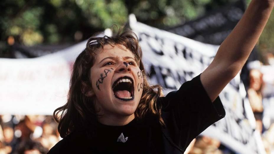 Cara-pintada durante manifestação estudantil pelo impeachment de Fernando Collor de Mello, presidente da República, organizada pela UNE e Ubes, na Avenida Paulista