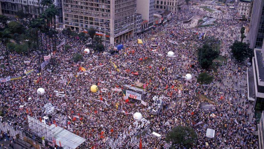 Vista aérea da manifestação pelo impeachment do presidente Collor, no Vale do Anhangabaú
