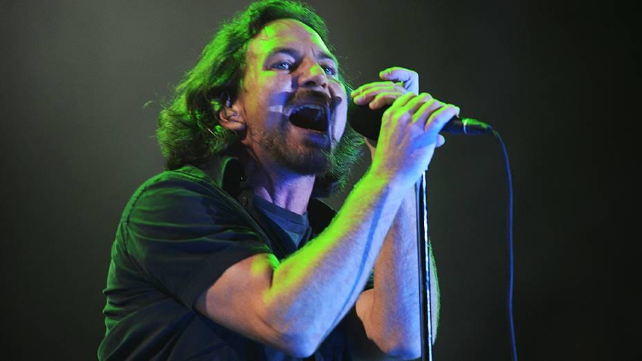 Pearl Jam durante apresentação no terceiro dia do Lollapalooza, em São Paulo