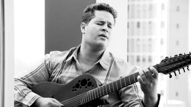 O cantor Pedro Leonardo