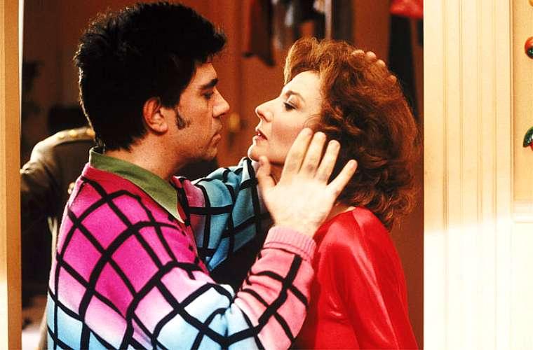 Pedro Almodóvar e Marisa Paredes em A Flor do Meu Segredo, de 1995.