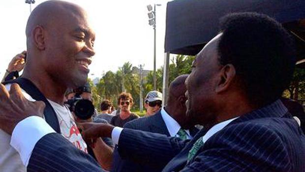 Anderson Silva e Pelé gravam comercial