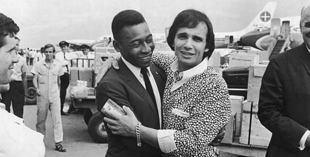 Os reis Pelé e Roberto Carlos no Guarujá, São Paulo, em 1969