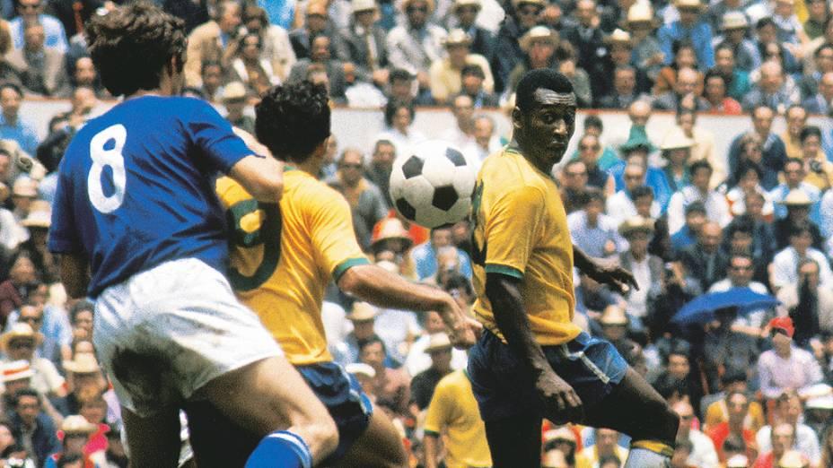 Pelé e Tostão na final entre Brasil eItália, no Estádio Azteca, na Copa do México-1970