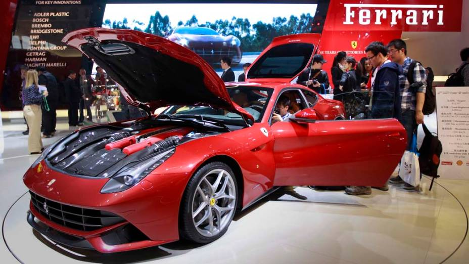 Ferrari F12berlinetta: a máquina mais potente já fabricada pela marca, tem motor 6.3 litros, V12,  730 cavalos e acelera de 0 a 100 km/h em 3,1 segundos