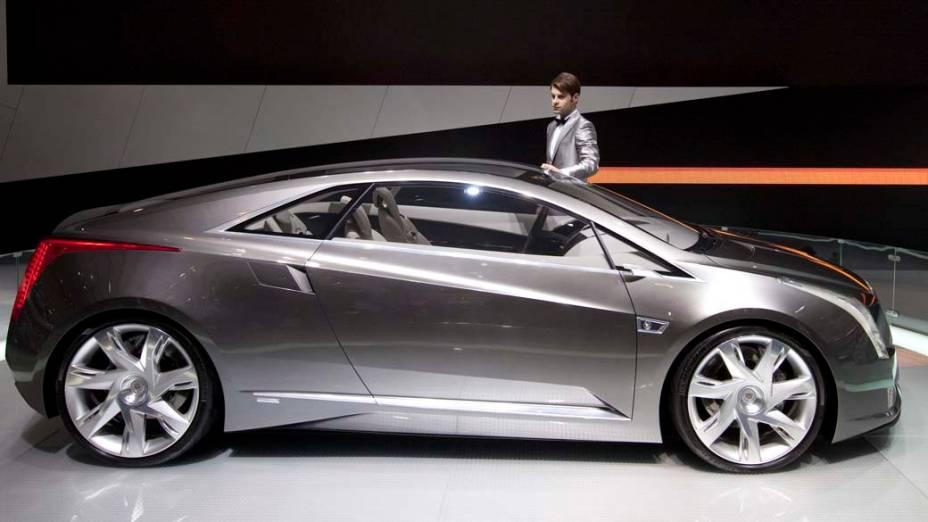 Cadillac ELR: motor elétrico alimentado por bateria de íons de lítio e um motor de quatro cilindros a gasolina, com autonomia de 500 km