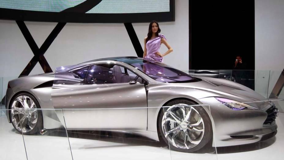 Infiniti Emerg-E: esportivo 100% elétrico e com motor central de mais de 400 cavalos