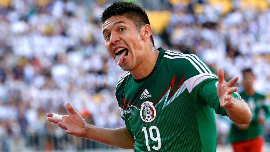 O atacante Peralta, do México, comemora no jogo contra a Nova Zelândia, que confirmou sua seleção na Copa do Mundo do Brasil, em 2014