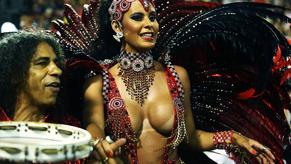 Lorena Bueri, madrinha de bateria da Pérola Negra