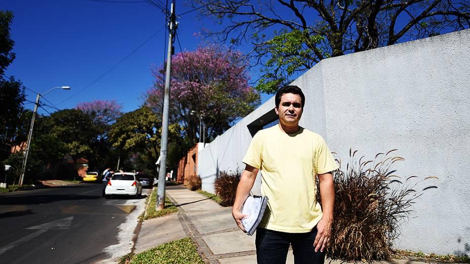 Estudante pernambucano Aldemir Magalhães, que mora a apenas três quadras da mansão